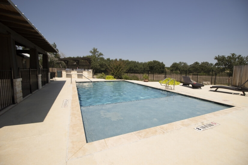 Pool - is walking distance to the