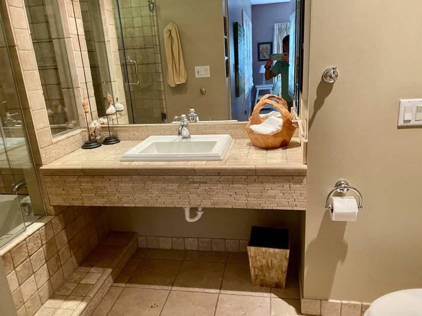 Master bath with large soaking tub.