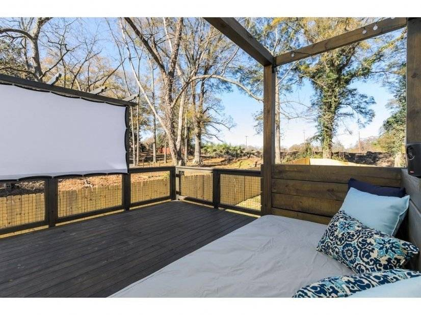 Outdoor seating and movie screening possibility