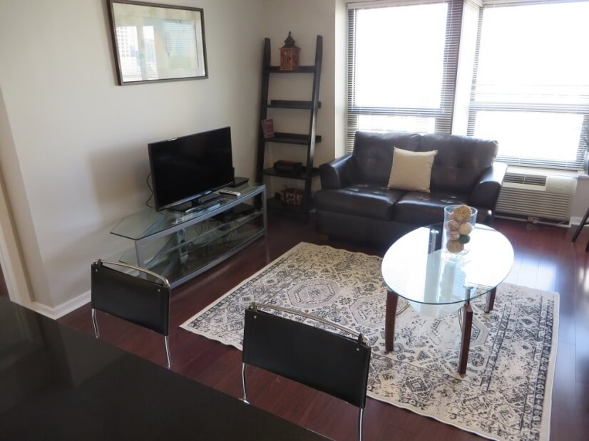 image 2 furnished Studio bedroom Townhouse for rent in Near North, Downtown