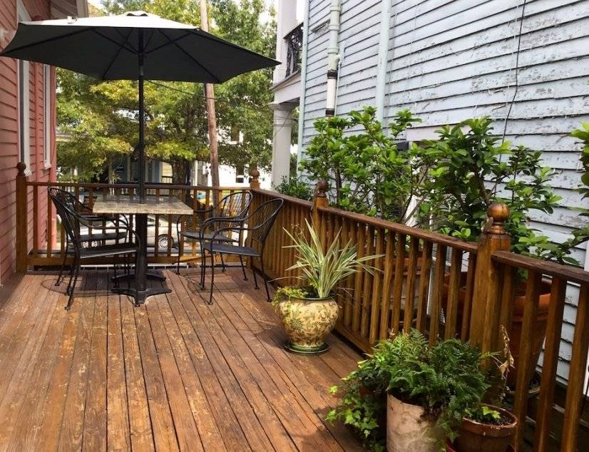 Deck off living/dining rm