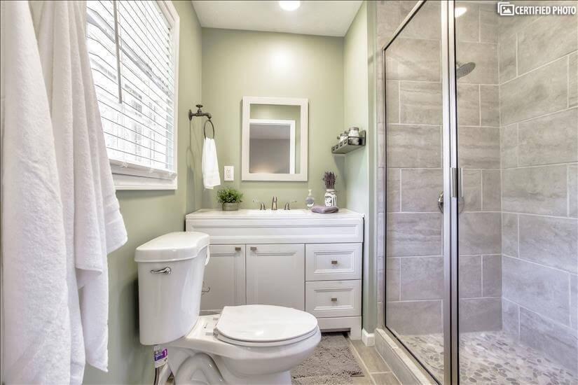 Full bathroom/ensuite in Master Bedroom.