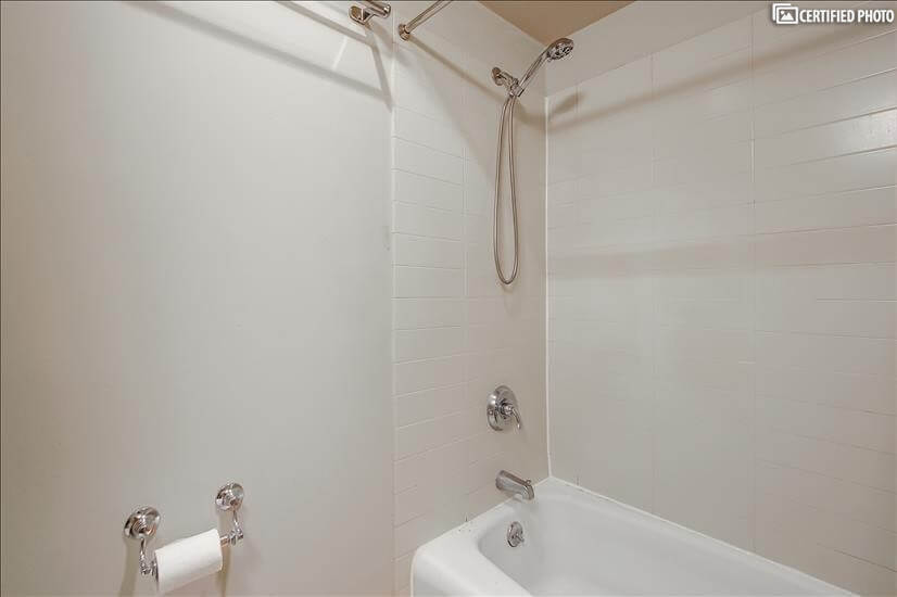 Cast iron tub, hand held shower, great hot water & pressure