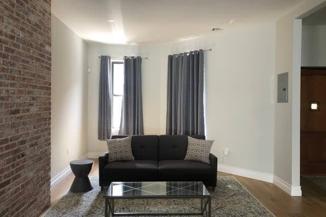 image 2 furnished 3 bedroom Townhouse for rent in East New York, Brooklyn