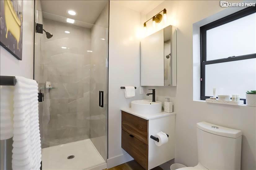 Modern bathroom with all amenities
