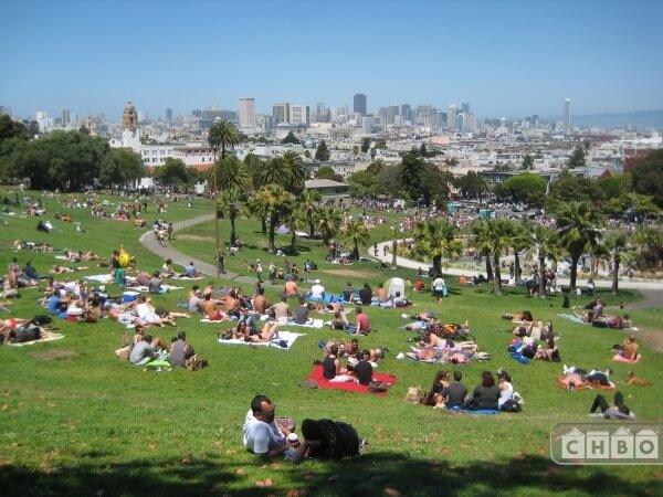 1/2 block from world famous Dolores Park