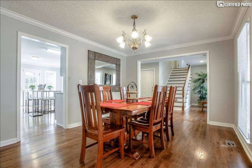 Seating for 6 in the dining room area just of