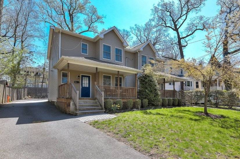 image 2 furnished 3 bedroom Townhouse for rent in Summit, Union County