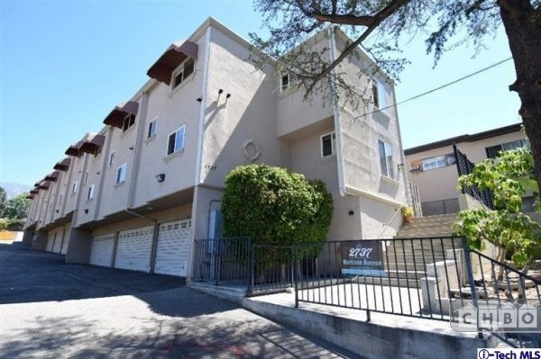image 2 furnished 2 bedroom Townhouse for rent in Montrose, San Fernando Valley