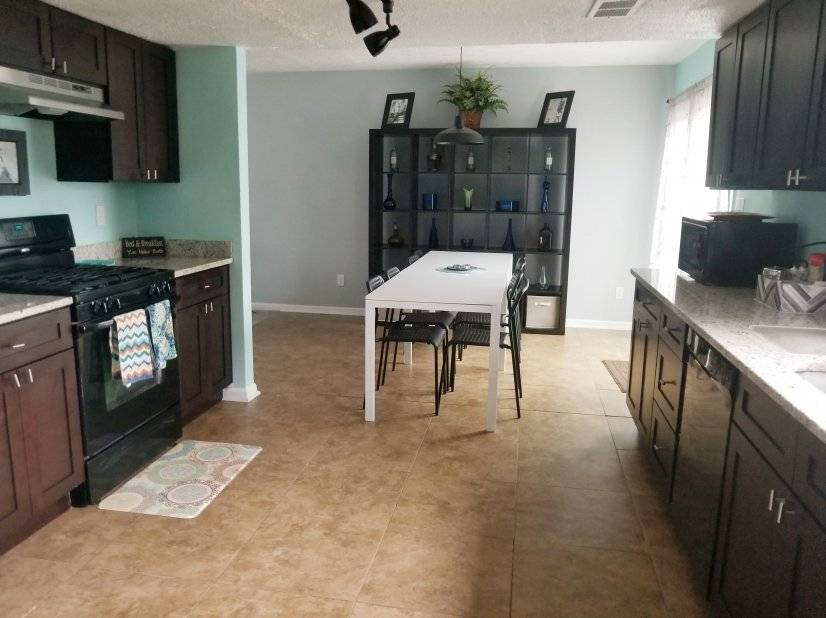 image 2 furnished 5 bedroom House for rent in East Point, Fulton County