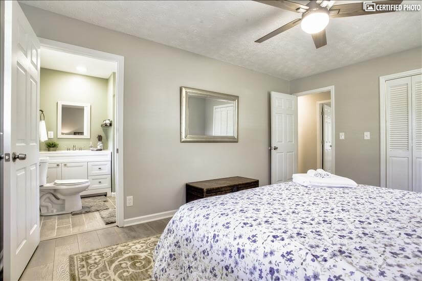 Master equipped with ensuite bathroom and wal