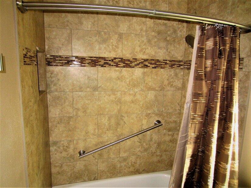 Hall tub/shower