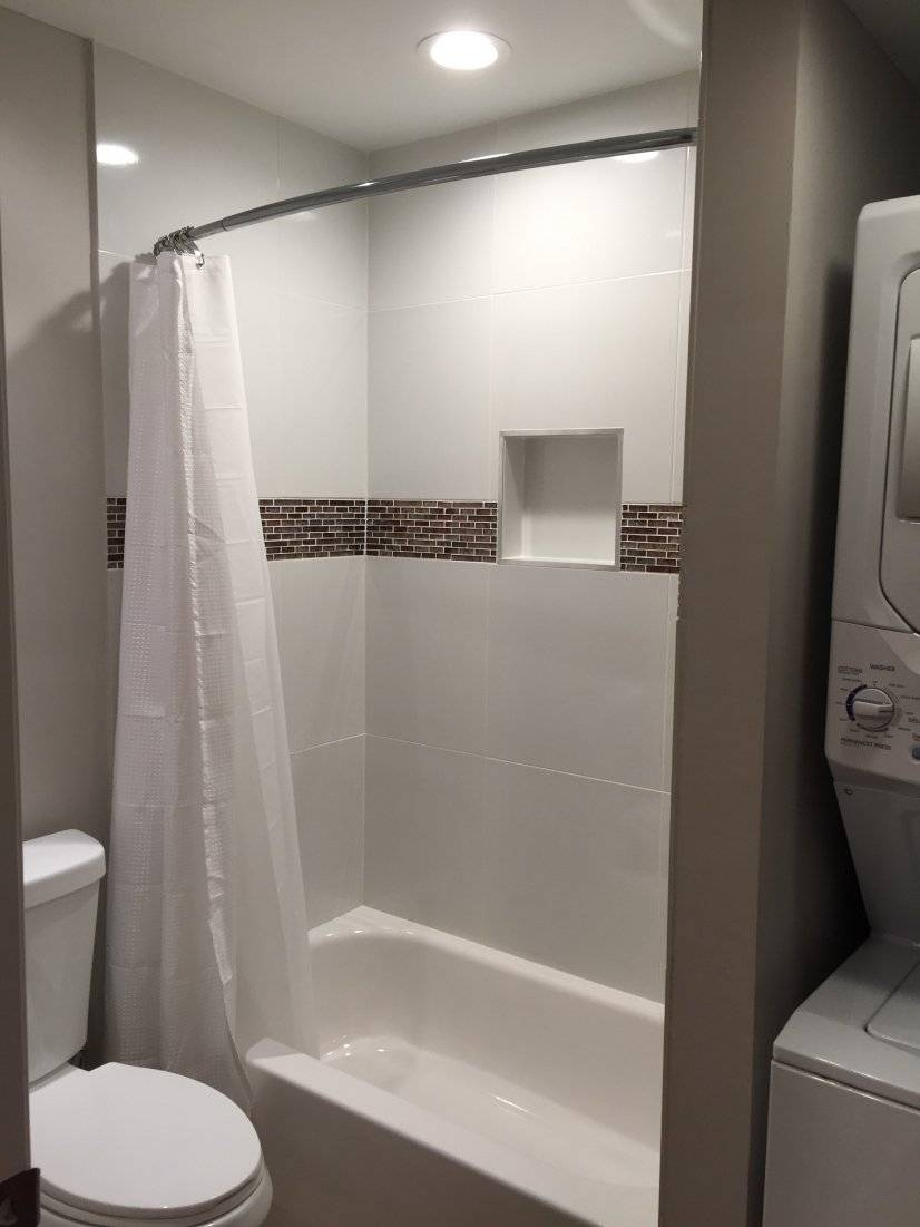 Hall Bathroom With Tub and Shower
