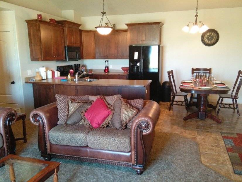 image 2 furnished 3 bedroom Townhouse for rent in Spanish Fork, Utah County