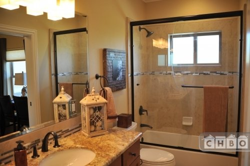 452 Peters Ave - Bathroom