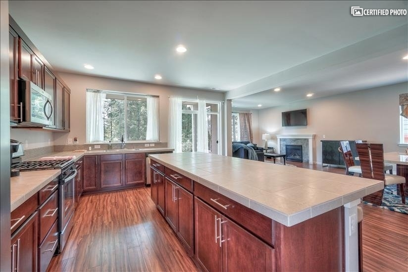 image 20 furnished 4 bedroom House for rent in Puyallup, Seattle Area