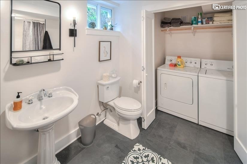 image 20 furnished Studio bedroom House for rent in Portland Northeast, Portland Area