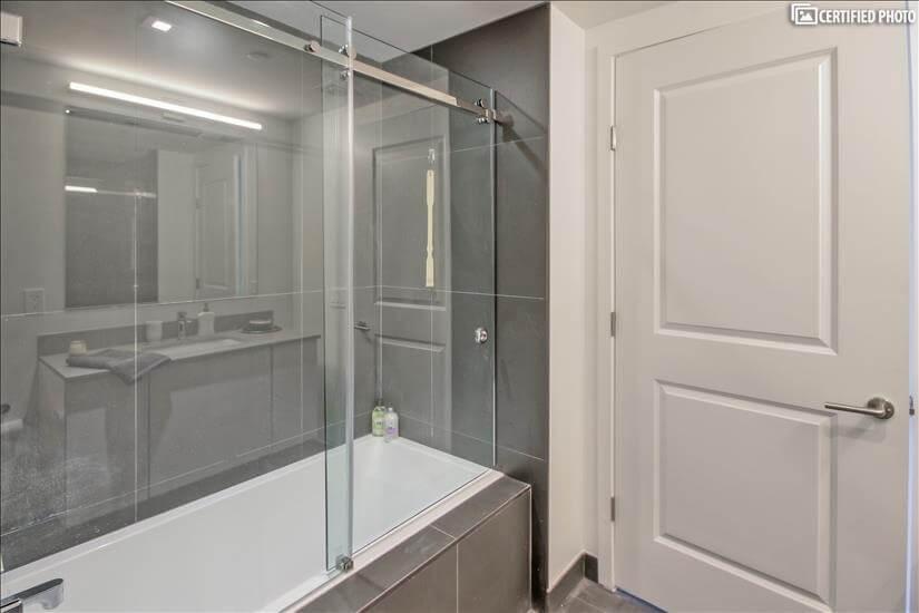 Frameless Glass Bath Enclosures