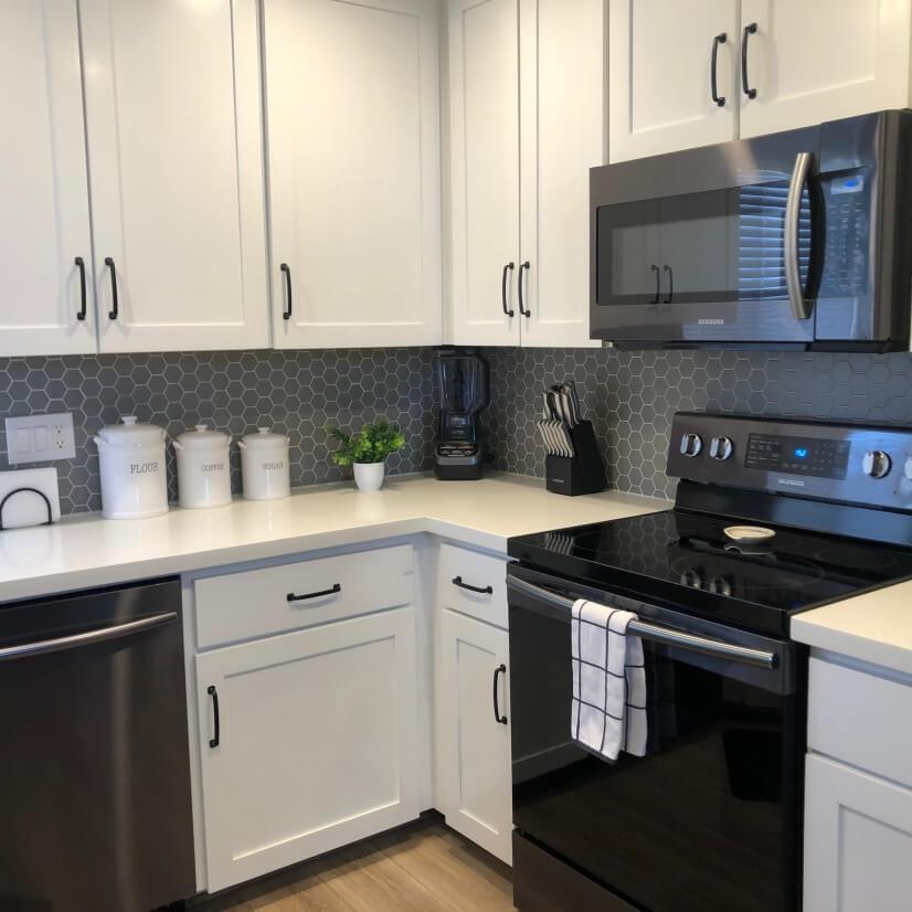 Beautiful Bright Kitchen