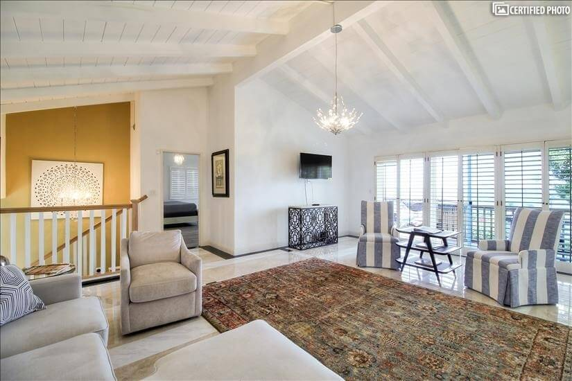Fully furnished corporate rental home in Palo