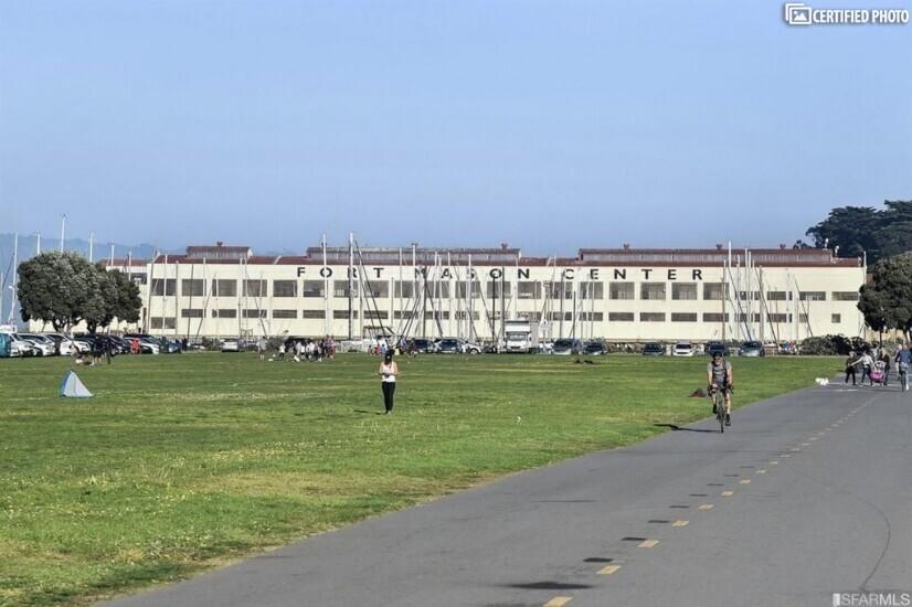 Walk/Run Along Marina Green, to Fort Mason.