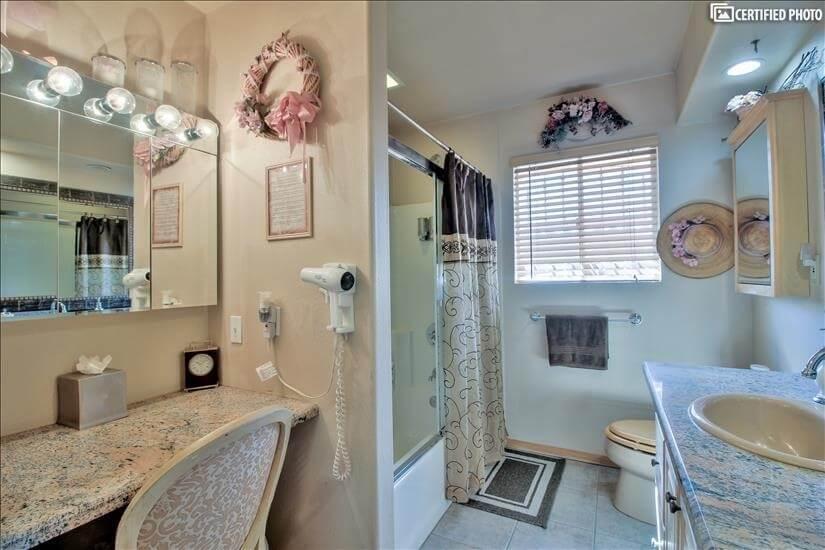 Master bathroom, tub, shower, & makeup nook