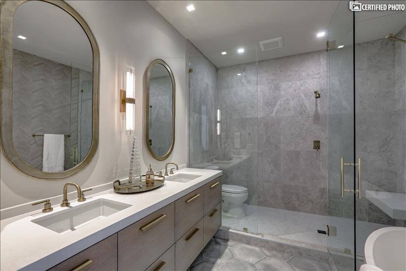 Master bath, double sinks!