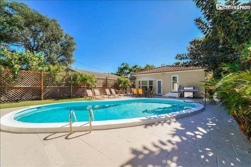 Private pool with access from Kitchen and master bathroom.