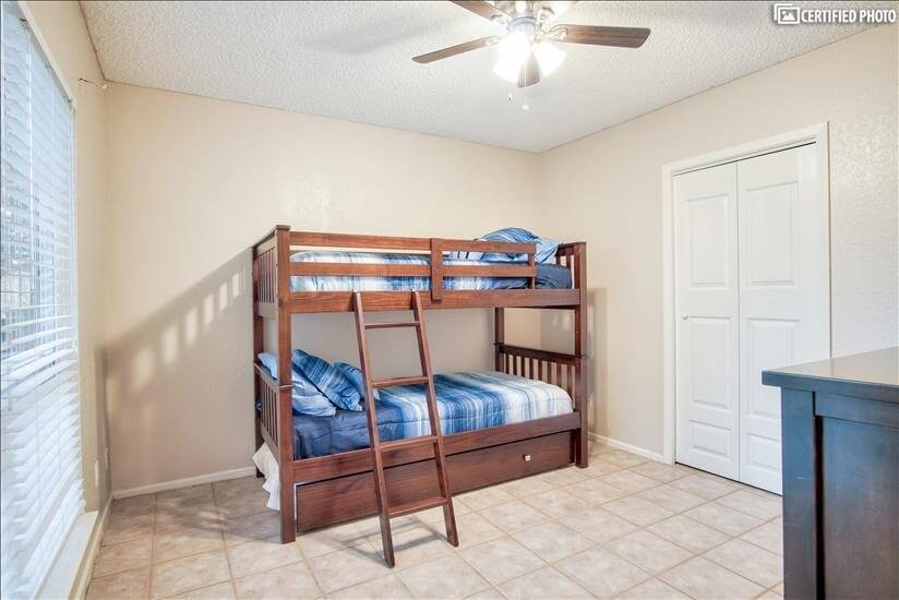 2nd bedroom w/twin size bunk bed and twin siz