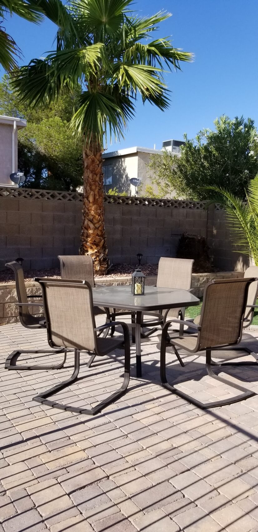 Patio seating in backyard...great bb'q time!