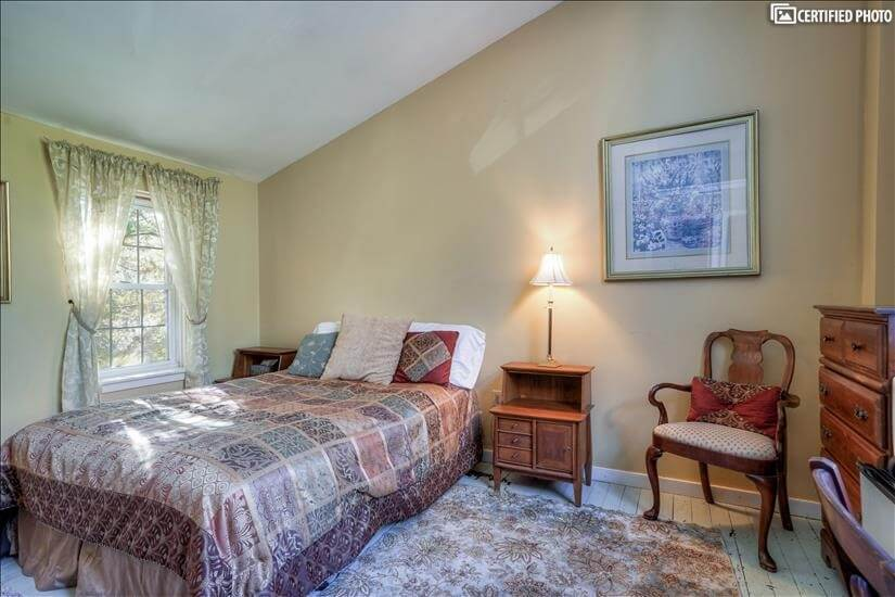 3rd Fl.fully furnished BR w/queen-size bed