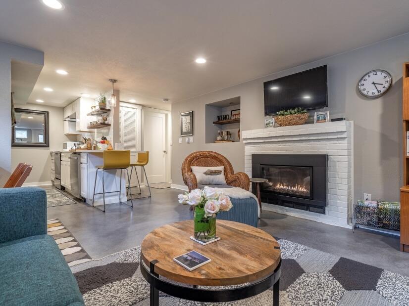 image 5 furnished 1 bedroom Apartment for rent in Portland Southwest, Portland Area