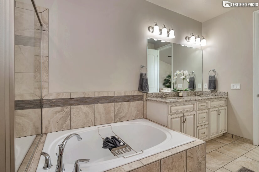 Main Floor Master Bathroom Soaking Tub