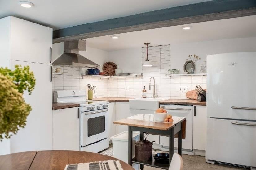 Kitchen with retro appliances