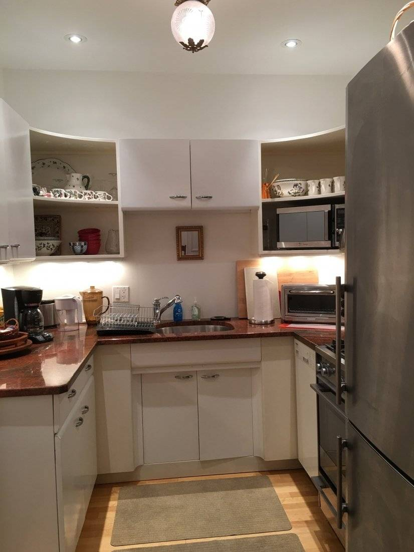 kitchen of the 2 bedr apt