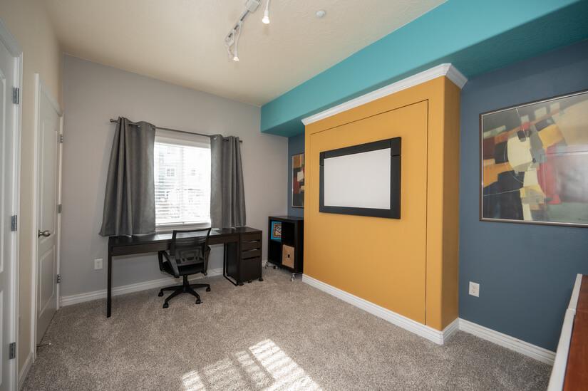 2nd bedroom/office w/Murphy bed