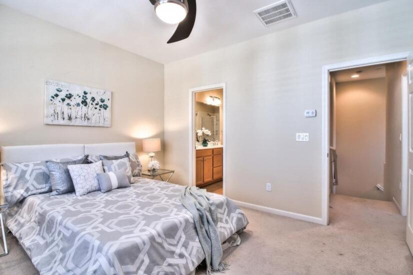 en-suite master bedroom