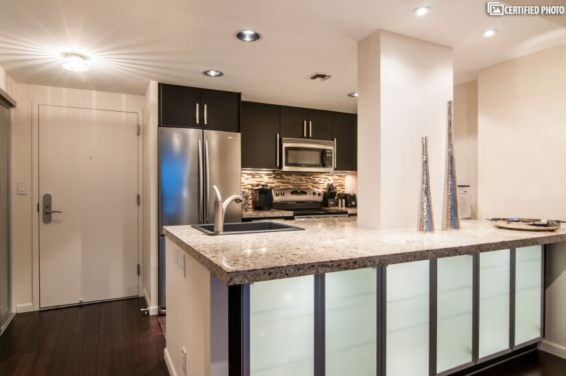 Granite counters & stainless steel appliances