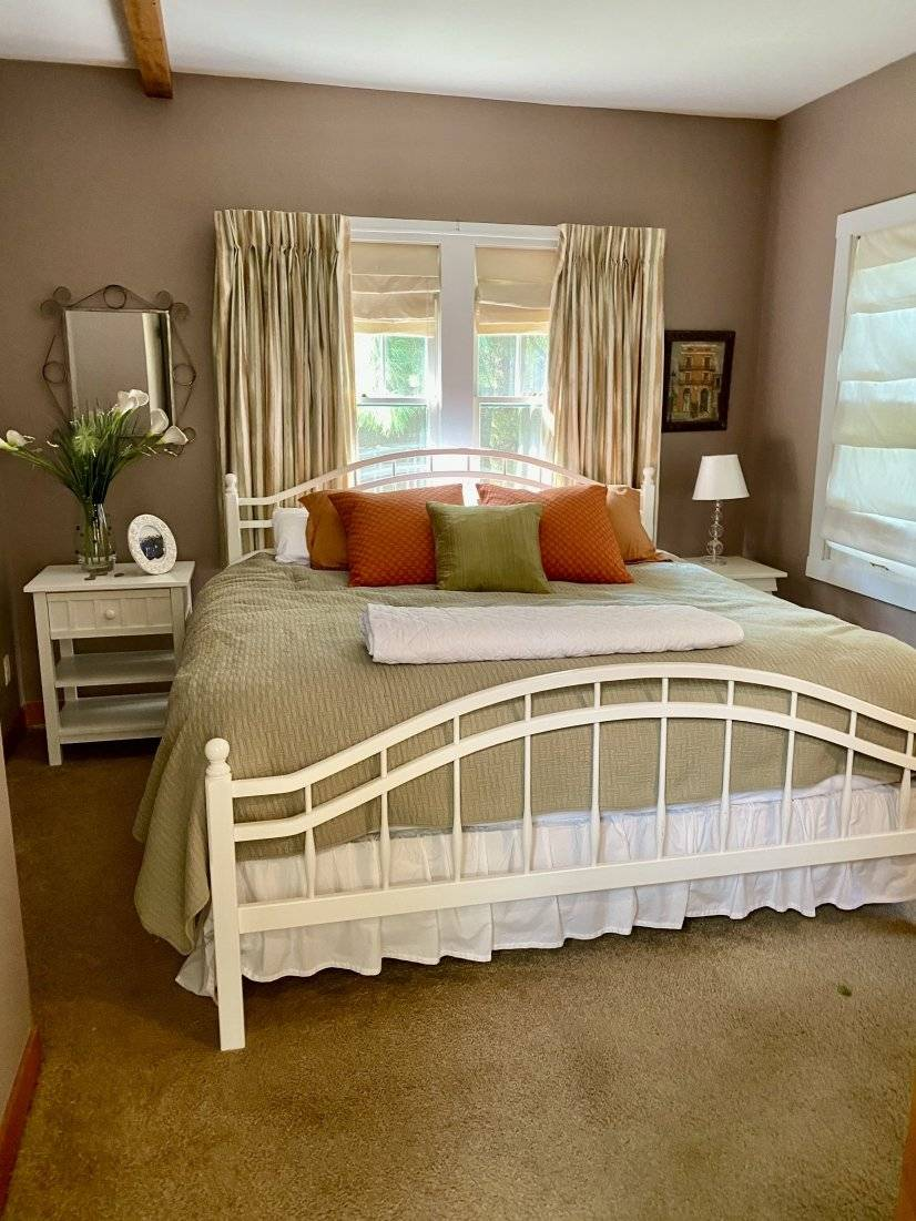 master bedroom with kin bed