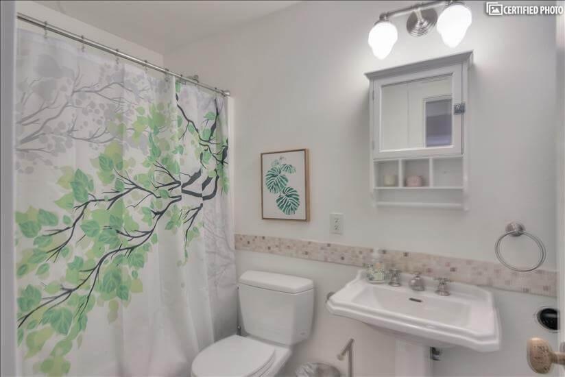bathroom/shower/tub