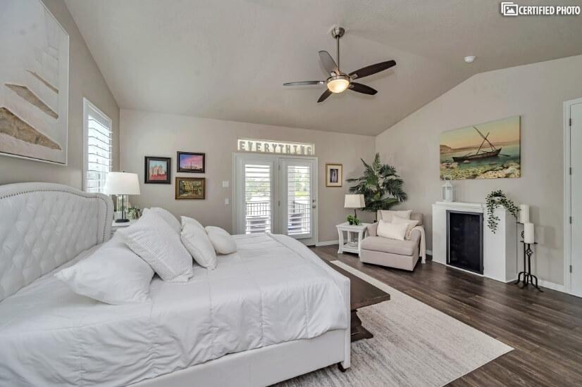 Main Floor Master Bedroom with King Memory Foam Mattress