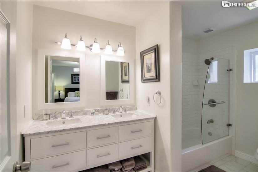 En suite Master Bath with Linens