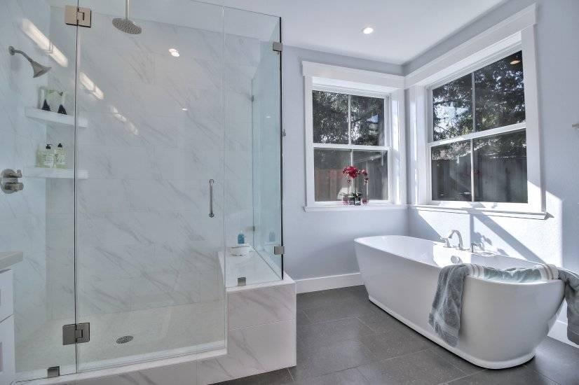 Master bath (stand alone tub)
