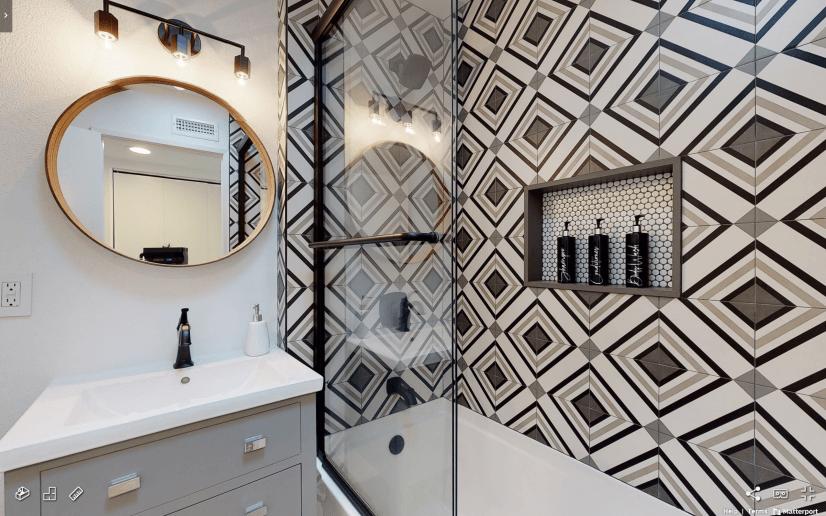 Tierrasanta Furnished Home - Bathroom w/ Tub