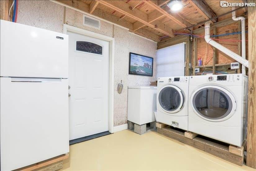 Laundry Room with Full Size Washer / Dryer & Chest Freezer