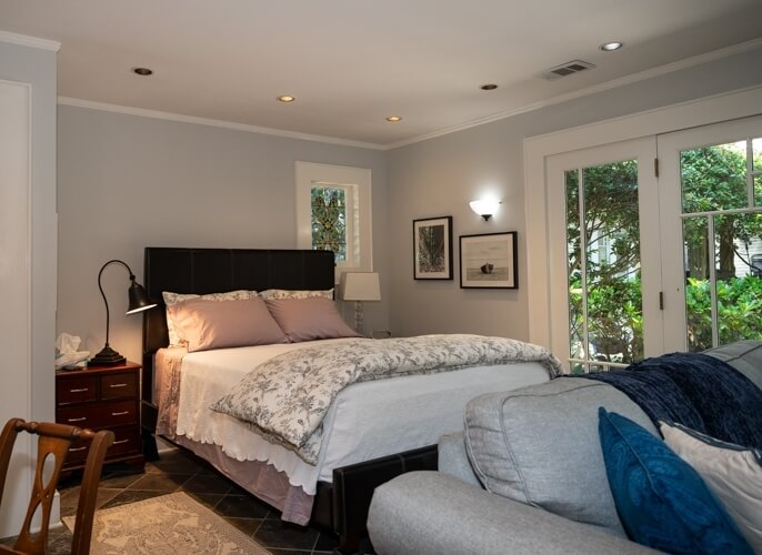 Queen sized bed with comfortable bedding