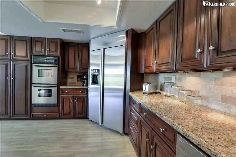 Stainless steel appliances & granite throughout kitchen