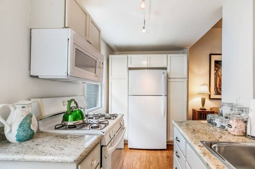 image 19 furnished 2 bedroom Townhouse for rent in Garden District, New Orleans Area
