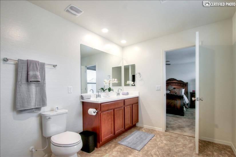 Ensuite Master Bathroom w/ Dual-sink vanity
