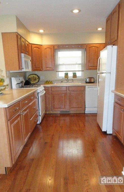 image 7 furnished 4 bedroom House for rent in Munster, Northwest Indiana